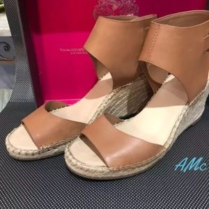 Shoes - Vince Camuto Wedge 9M Leather/Buckle closure👗